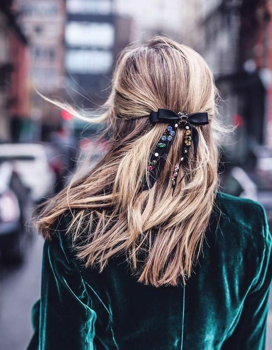 cheveux attach s 2018 78 id es de coiffures chics ou. Black Bedroom Furniture Sets. Home Design Ideas