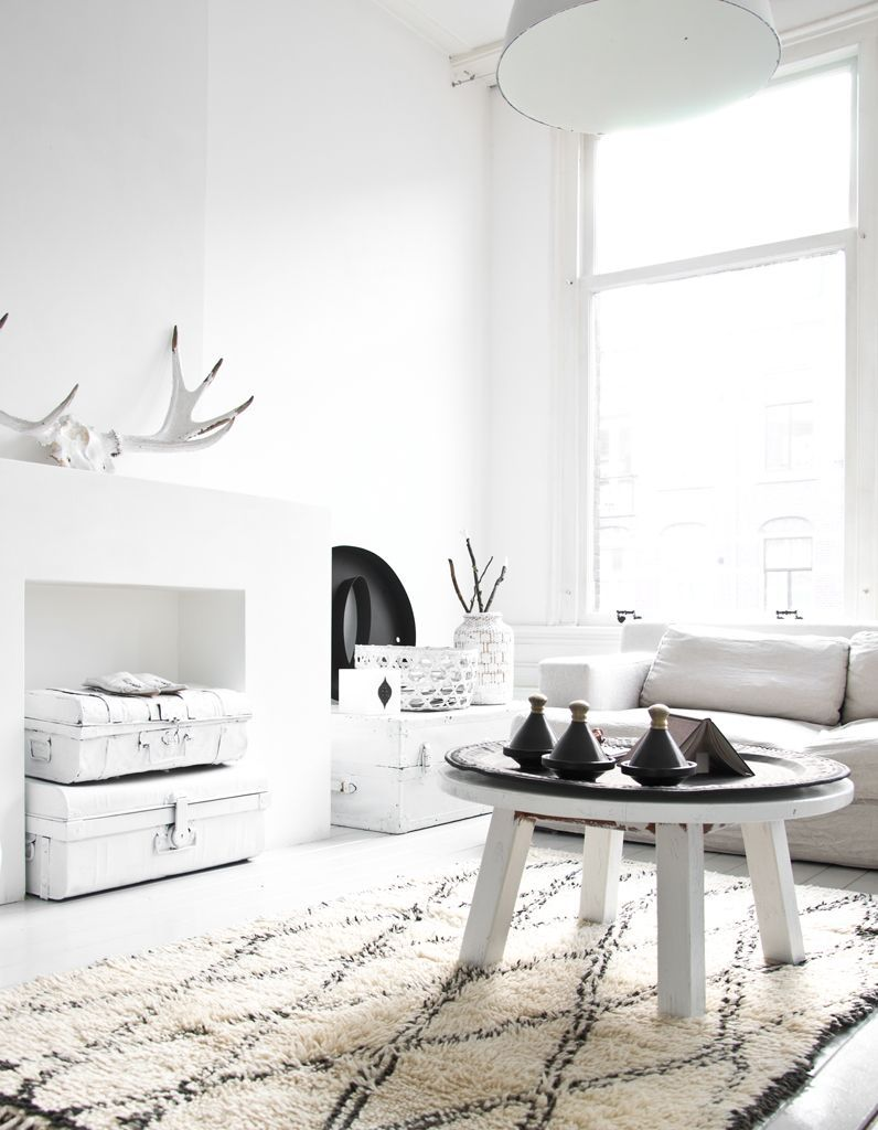 le noir blanc s invite au salon elle d coration. Black Bedroom Furniture Sets. Home Design Ideas