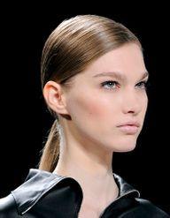 Cheveux : 10 idées coiffures par temps de pluie