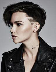 Un tatouage dans le cou : les modèles qui nous inspirent