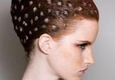 Hair stencil : on craque pour la colo cheveux au pochoir ?
