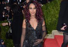 Kerry Washington dévoile sa grossesse sur tapis rouge