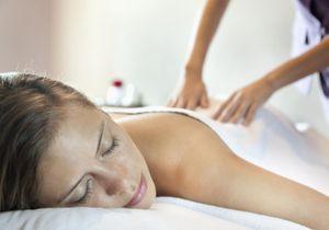 Le massage californien, le soin relaxant par excellence