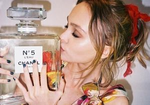 Lily-Rose Depp dévoile sa campagne pour Chanel n°5