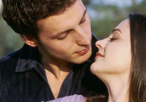Pour plus d'un Français sur deux, embrasser, c'est tromper