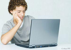 45% des Français espionnent leur ado sur Facebook