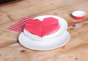 #DIY : Comment faire un pliage de serviette en forme de cœur ?