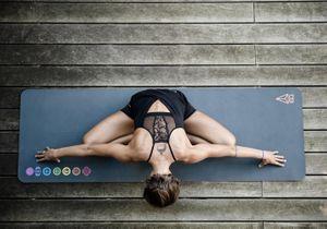 Pourquoi le combo surf & yoga est la nouvelle vague des filles cool ?