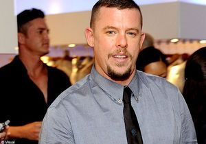 "Alexander McQueen : la disparition du ""sale gosse"" de la mode"