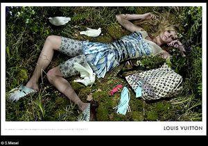 Lara Stone remplace Madonna chez Vuitton