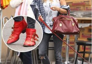 Sienna Miller ressort ses mythiques boots Chloé