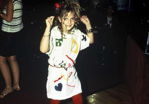 Drew Barrymore, une enfance en night club : « Je ne me sentais pas comme une petite fille de 7 ans »