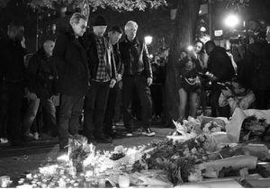 #PrêtàLiker : U2 se recueille devant le Bataclan