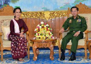 Birmanie : l'ouverture, après la victoire du parti d'Aung San Suu Kyi