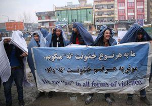 Les Afghans manifestent en burqa contre l'oppression des femmes