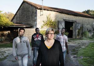 Elle accueille chez elle 3 réfugiés mineurs : reportage chez Mme Hiver
