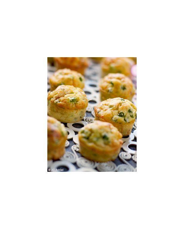 muffins petits pois et lardons pour 8 personnes recettes elle table. Black Bedroom Furniture Sets. Home Design Ideas