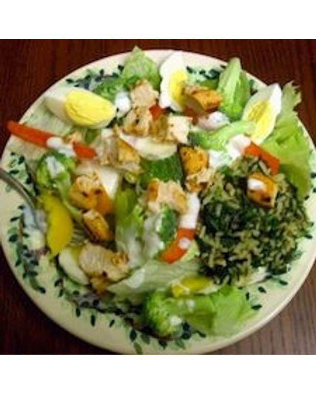 salade de riz au poulet et aux crevettes pour 4 personnes recettes elle table. Black Bedroom Furniture Sets. Home Design Ideas