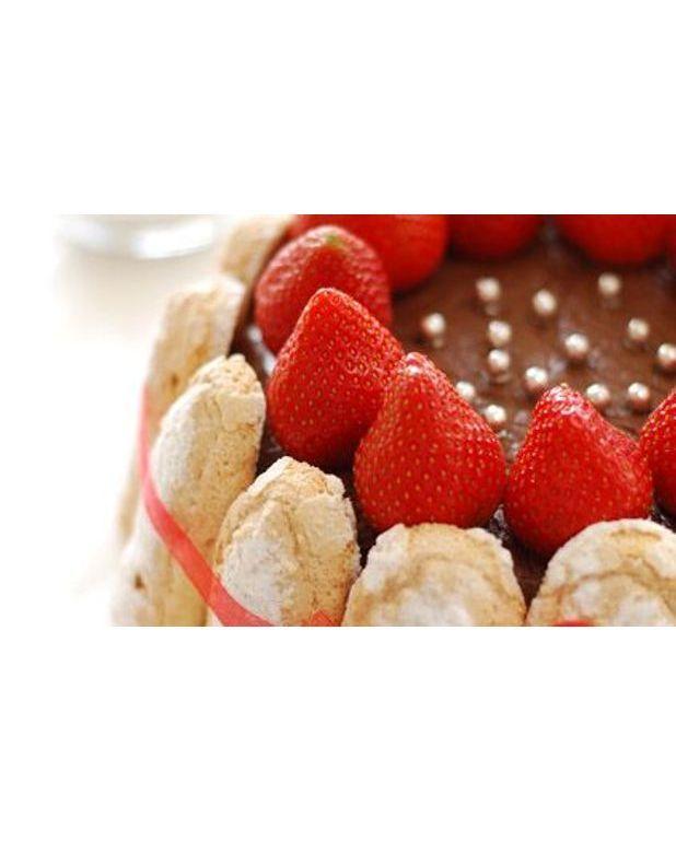 Charlotte aux fraises pour 6 personnes recettes elle table - Jeux de charlotte aux fraises cuisine gateaux ...