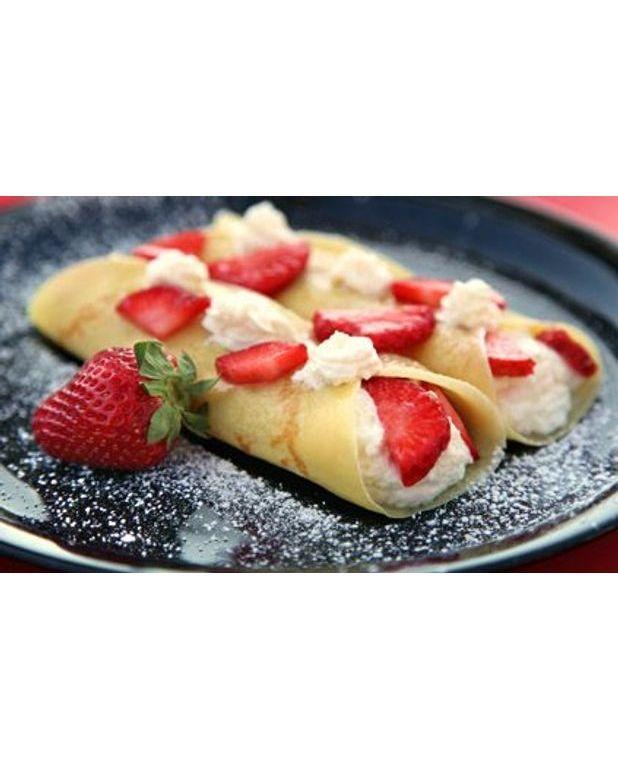 Cr pes gourmandes aux fraises pour 4 personnes recettes elle table - Recette crepe gourmande ...