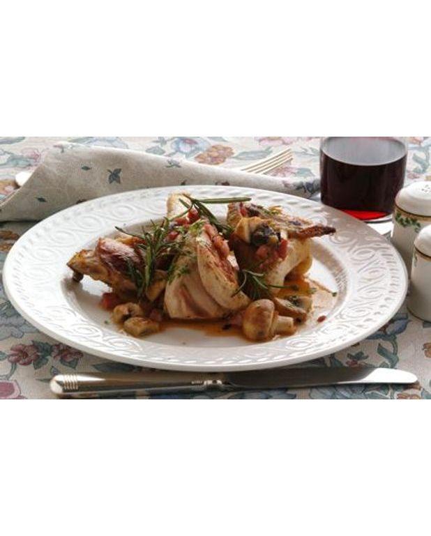 oie farcie aux champignons sauce la bi re blanche pour 6 personnes recettes elle table. Black Bedroom Furniture Sets. Home Design Ideas