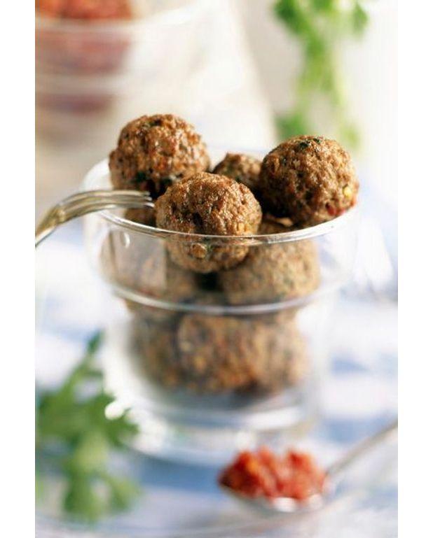 Boulettes surprises au boeuf recettes elle table - Boulette de boeuf maison ...