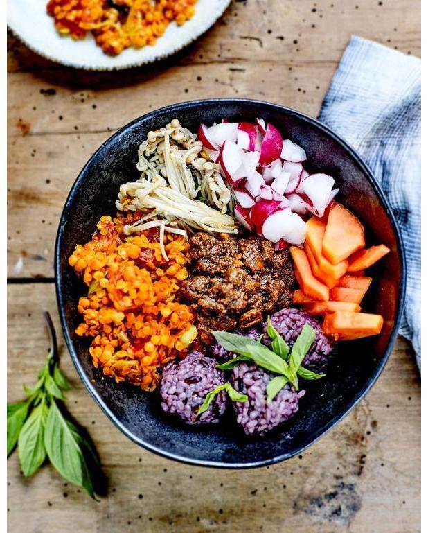 buddha bowl shimejis riz et lentilles sauce tahini pour 4 personnes recettes elle table. Black Bedroom Furniture Sets. Home Design Ideas