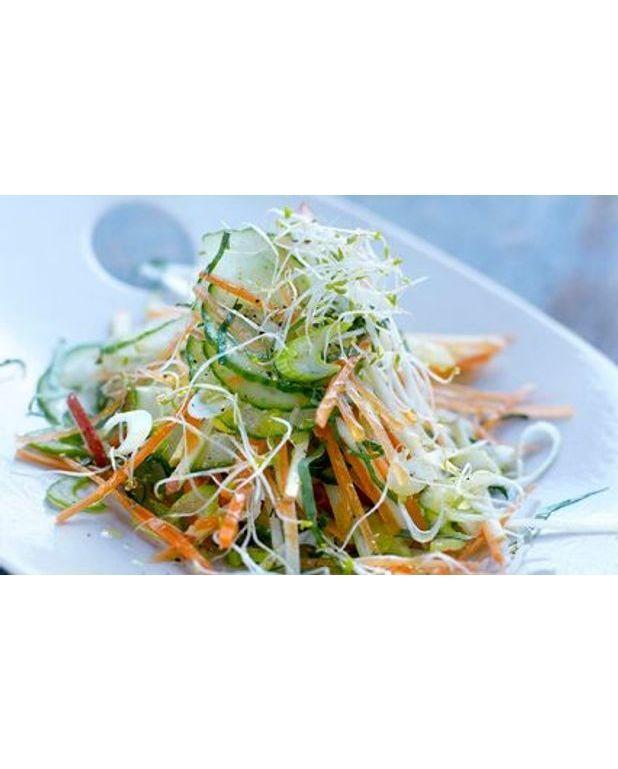 salade de concombre l 39 asiatique pour 4 personnes recettes elle table. Black Bedroom Furniture Sets. Home Design Ideas