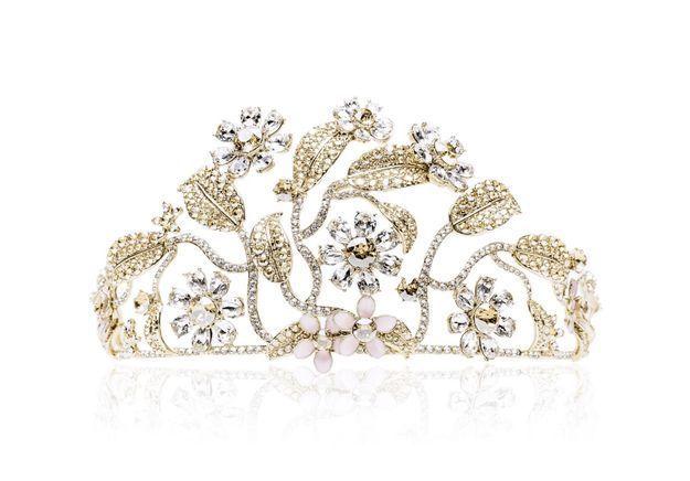 Fabuleux ELLEFashionCrush : la sublime tiare signée Dolce & Gabbana x  IY17