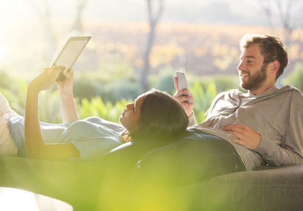 Ecrans, Smartphones, Internet : la bonne claque à ces ennemis du couple !