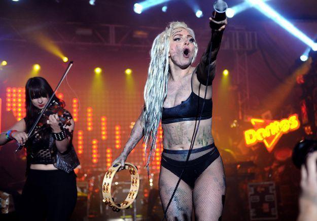 Lady Gaga se fait vomir dessus pendant un concert