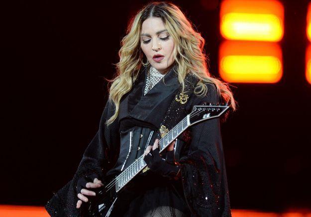 Madonna perd la garde de son fils et s'effondre sur scène