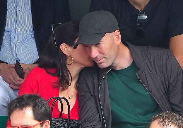 Zidane et sa femme Véronique : tendres câlins en public pour leur retour en France !