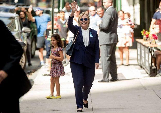 Hillary Clinton : une pneumonie relance les rumeurs malsaines sur sa santé