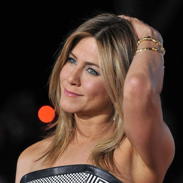 Cheveux sales : pourquoi Jennifer Aniston n'est pas contre