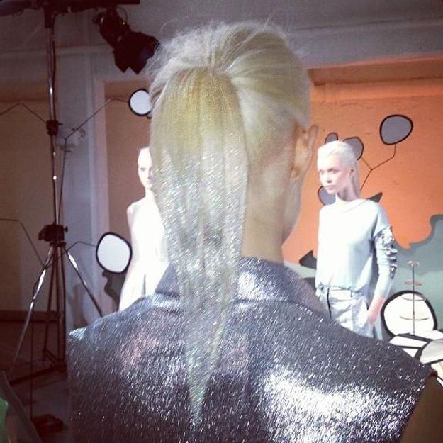 Glitter ponytail : la coiffure qui fait des étincelles