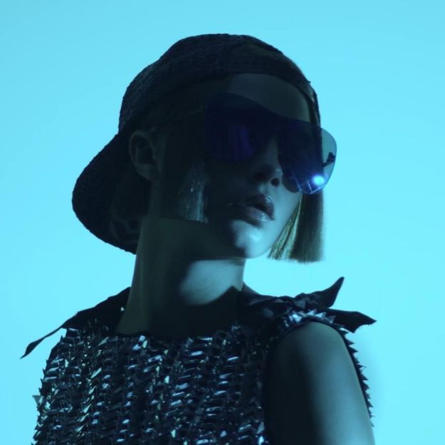 #PrêtàLiker : Cara Delevingne reprend du service pour Chanel