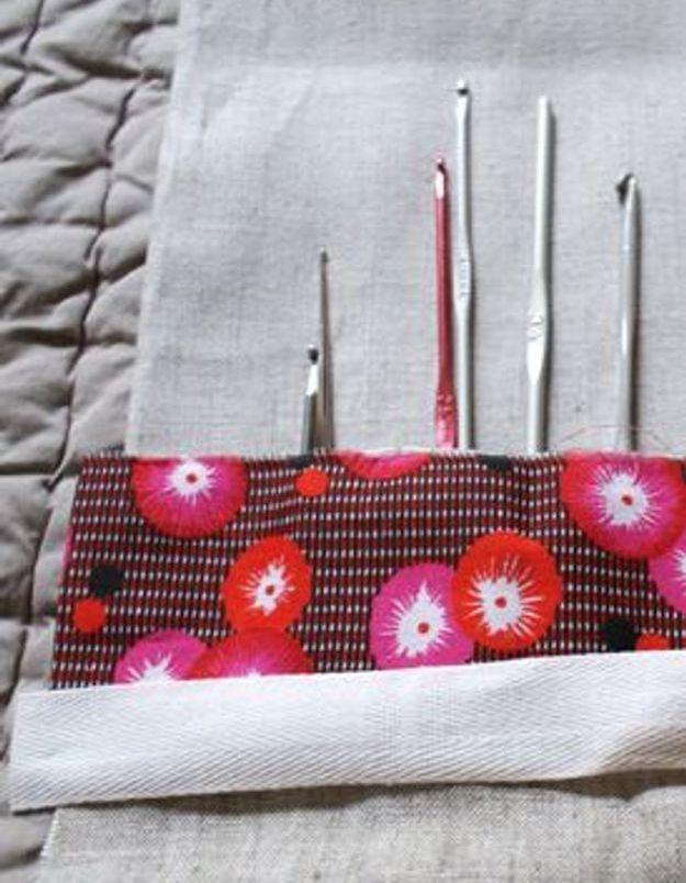 couture comment faire une pochette crochets elle. Black Bedroom Furniture Sets. Home Design Ideas