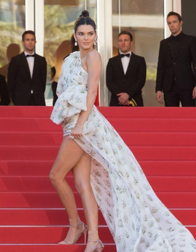 Le look du jour de Cannes : la robe à traîne de Kendall Jenner