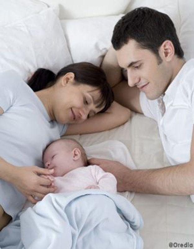 mon b b peut il dormir avec moi elle. Black Bedroom Furniture Sets. Home Design Ideas