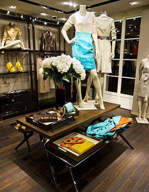 ouverture d une nouvelle boutique burberry dans paris elle. Black Bedroom Furniture Sets. Home Design Ideas