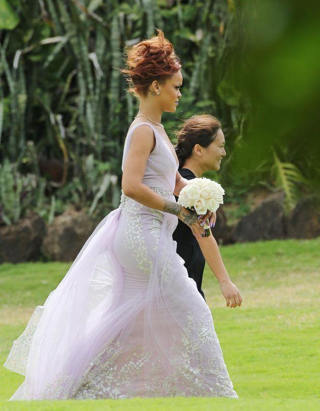 Que fait Rihanna en robe de mariée ?