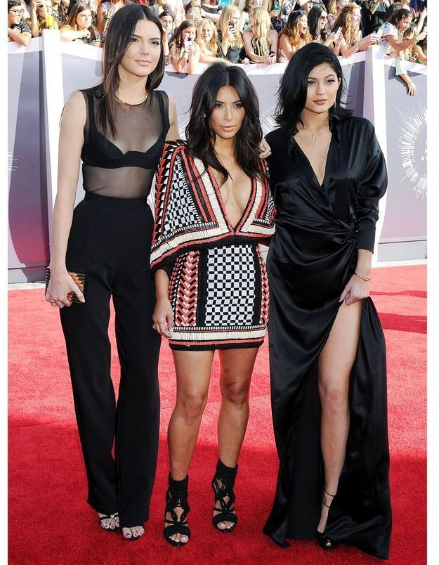 Le look du jour : Kim Kardashian, Kylie et Kendall Jenner, trio sexy aux Video Music Awards 2014