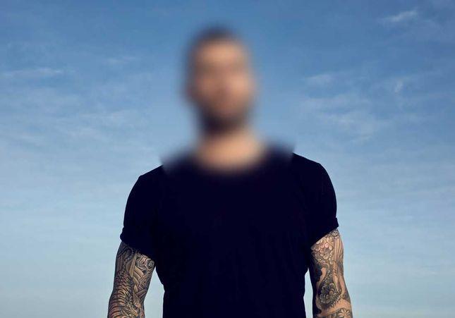 Devinez quel grand chanteur rejoint les égéries parfums Yves Saint Laurent