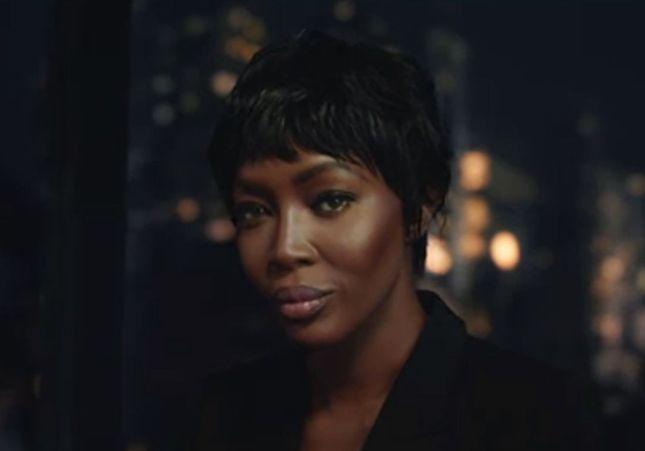 Mais que chante Naomi Campbell dans la dernière pub H&M ?