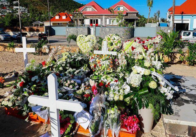 A Saint Barth, la tombe de Johnny Hallyday déjà fleurie par les fans
