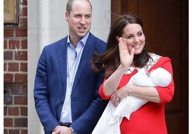 Royal baby : revivez la première sortie de Will et Kate avec leur nouveau-né