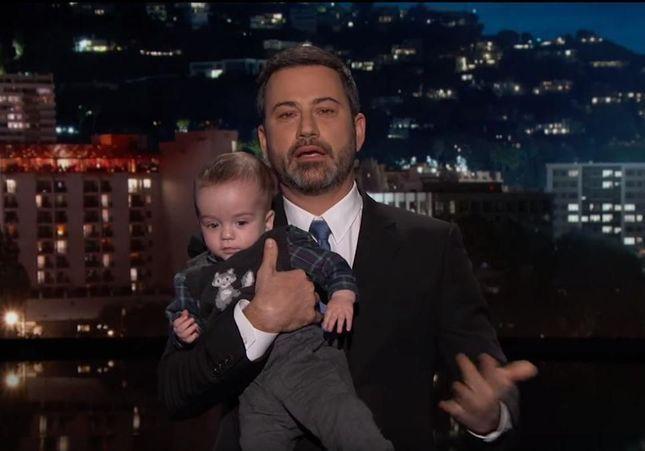Découvrez pourquoi ce présentateur américain a emmené son bébé sur le plateau