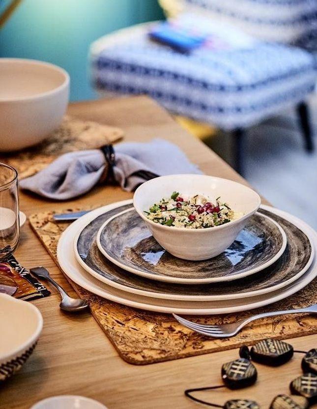 Salade de quinoa, grenade, chou-fleur, graines, herbes fraîches