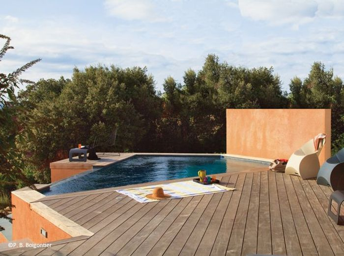 10 petites piscines qui donnent envie elle d coration for Construction piscine debordement